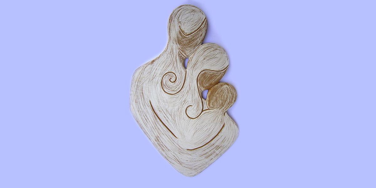 abbraccio capezzale in argilla rossa decorata con ingobbio bianco